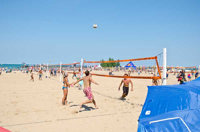 Lakeview deal of the day: Play volleyball for a rent credit