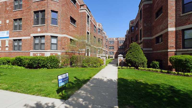 Evanston apartment review, 2121 Ridge, 2121 Ridge Ave