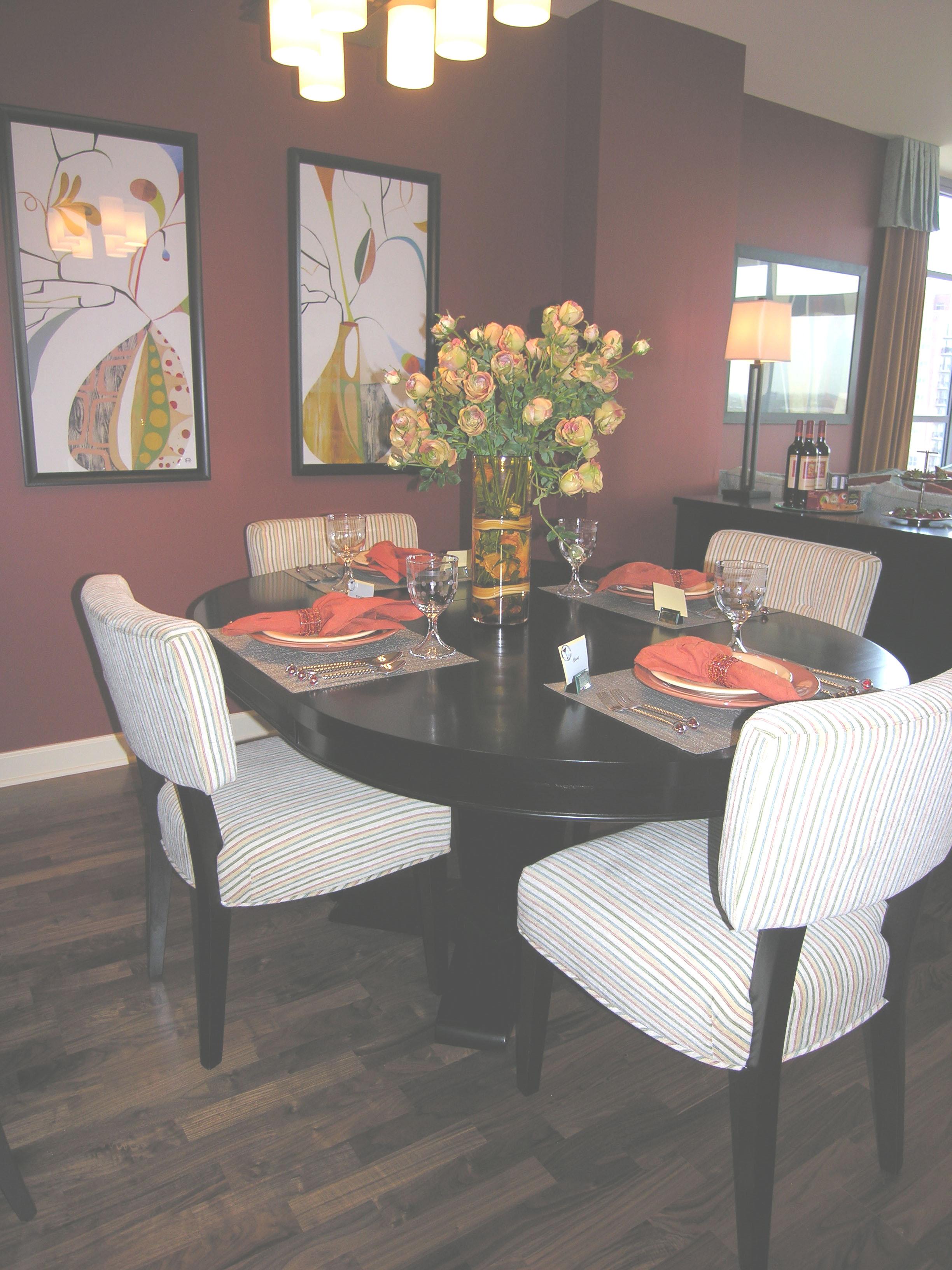 Prairie Pointe dining room