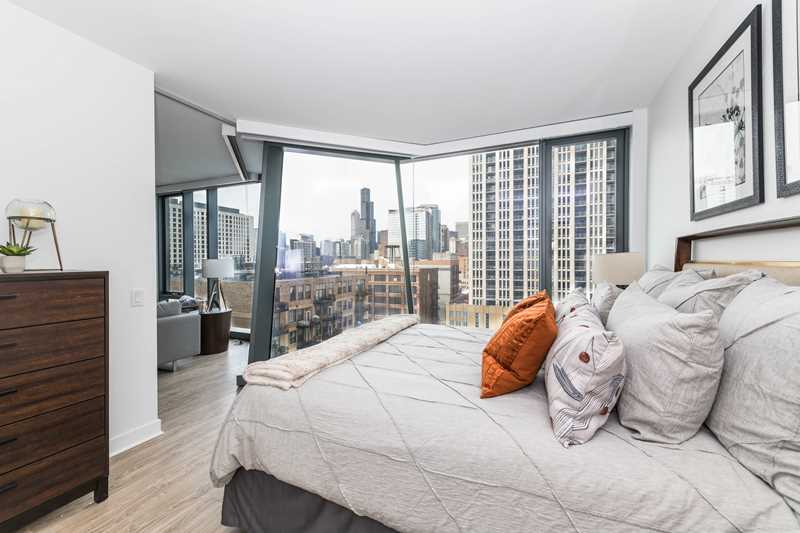New apartments with dramatic views, free rent at The Paragon in the South Loop