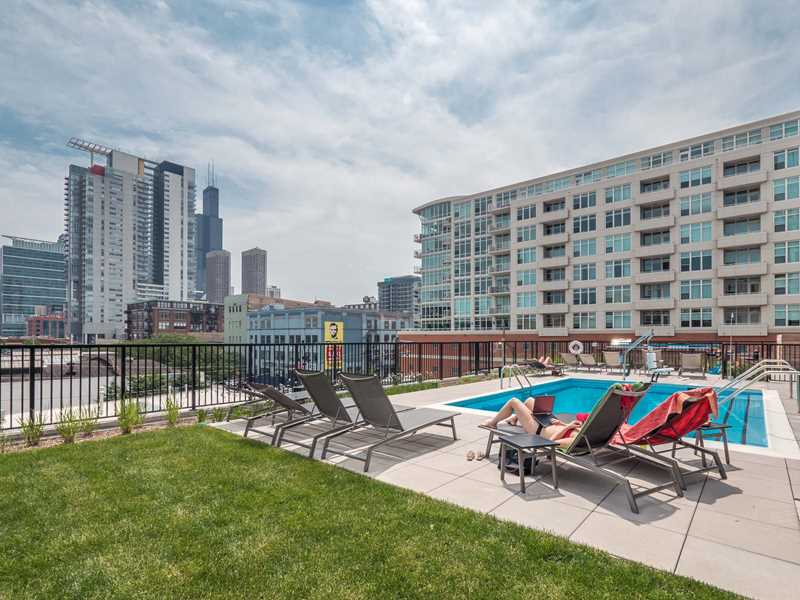 A few choice West Loop apartments available at Circa 922