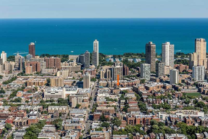 2727 N Clark, Chicago, at arrow