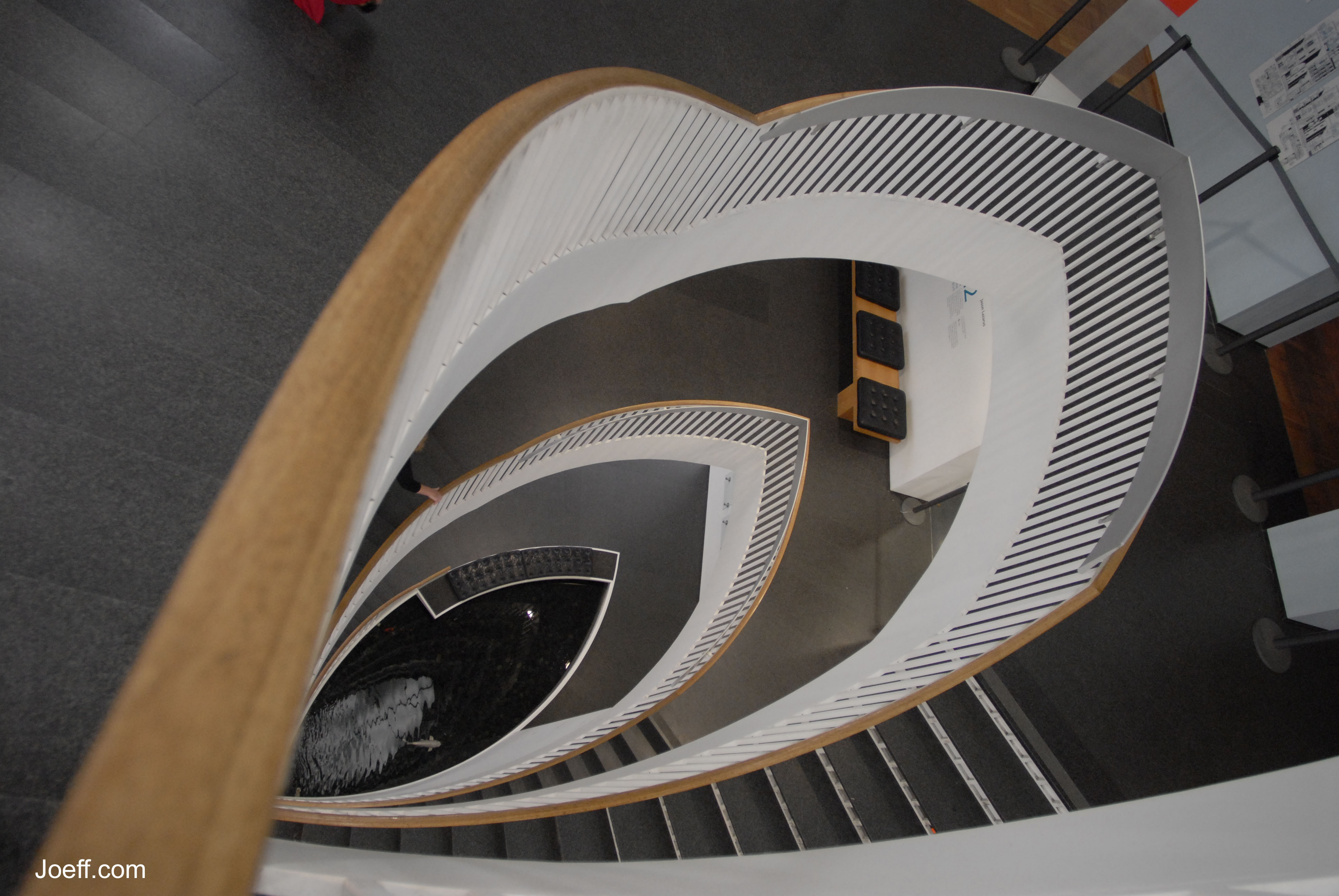 Name the name of the cat's-eye staircase