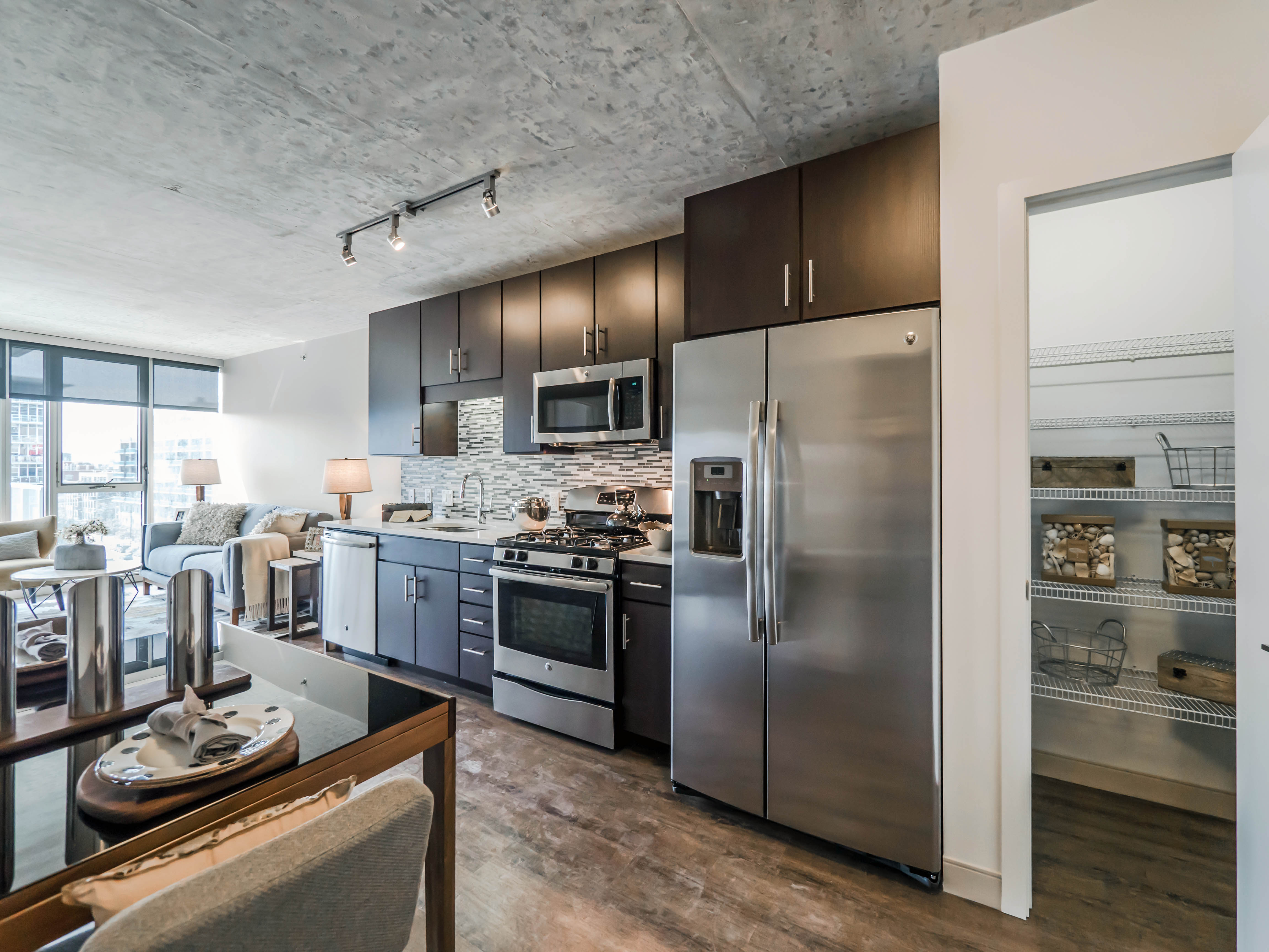 Awe Inspiring Downtown Chicago Apartment Deals And Finds 7 17 15 Yochicago Home Interior And Landscaping Ologienasavecom