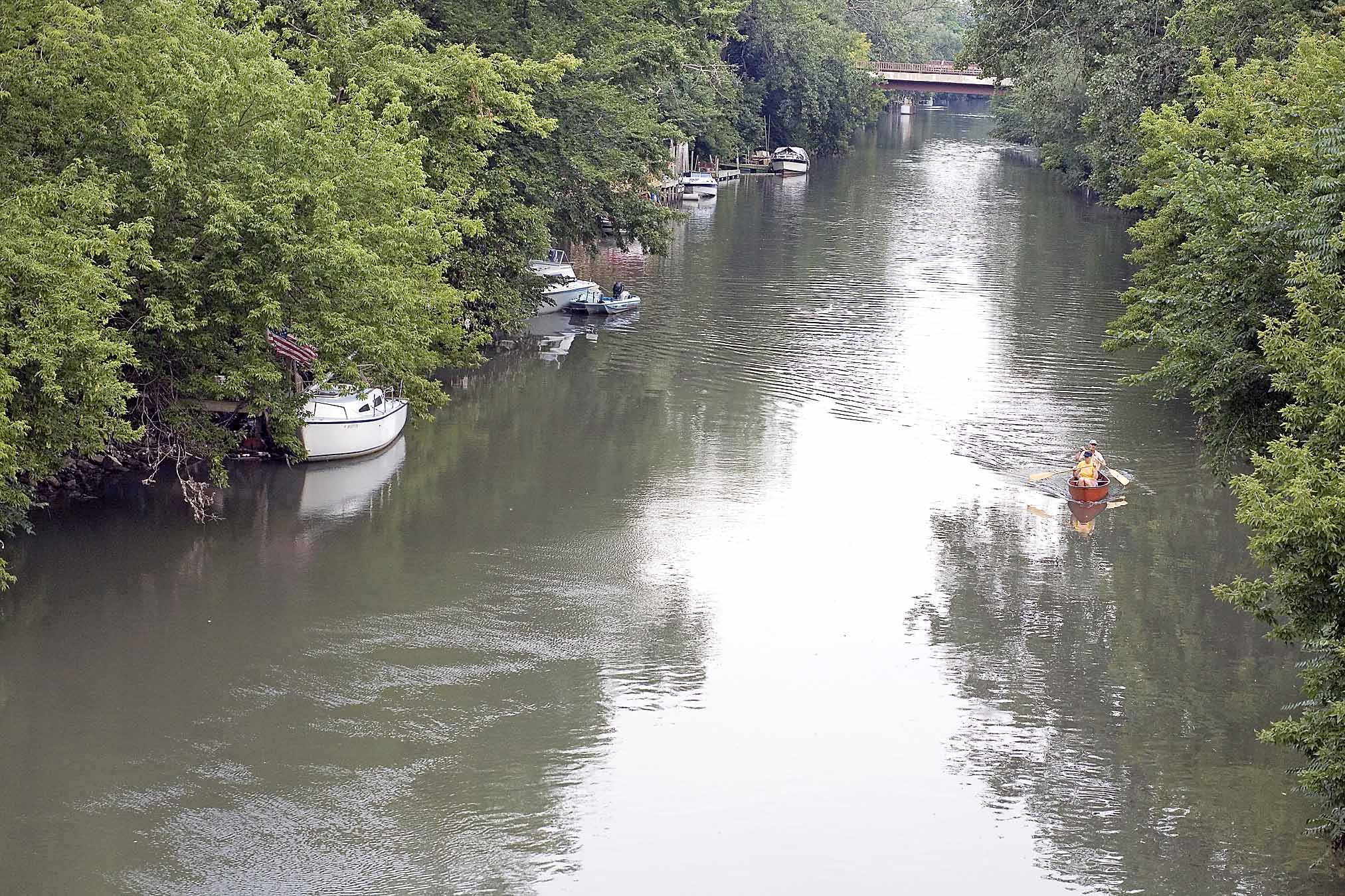 Looking south from the Lawrence Avenue bridge at the boats and docks and canoe tours that dot the Chicago River, you might be fooled into thinking you're in the country.