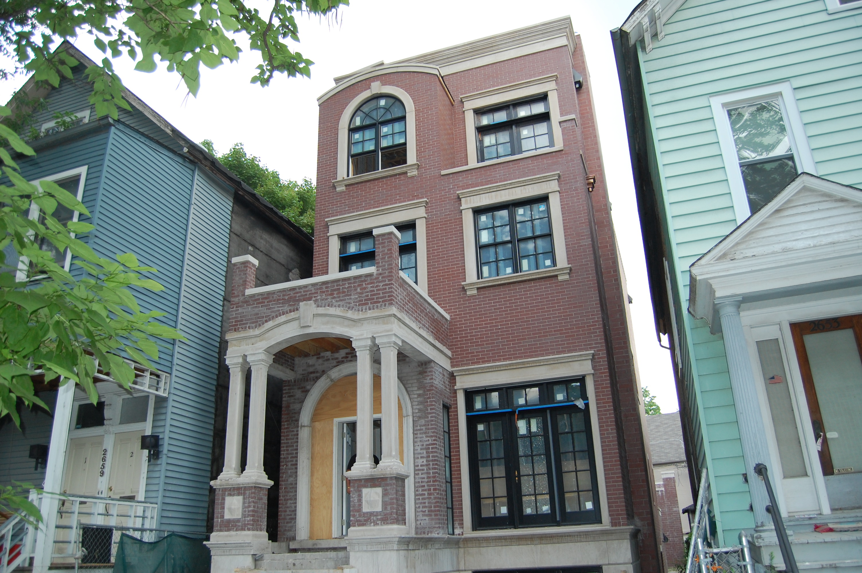 Construction update: mini-manse on Mildred in Lincoln Park