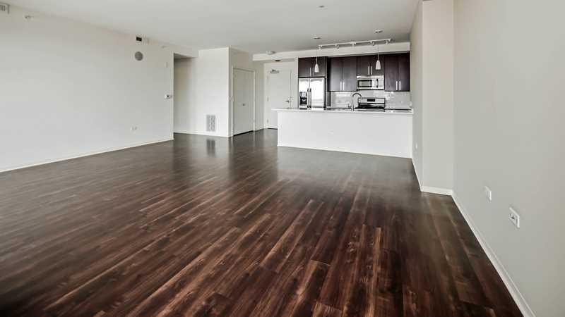 Rent a luxury West Loop three-bedroom penthouse