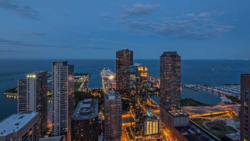 Sunny Streeterville 2-bedrooms with great day and night views