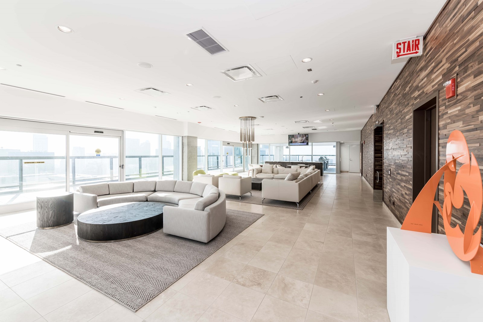 Ultra Luxury Apartments Lavish Amenities Free Rent At Streeterville S Optima Signature