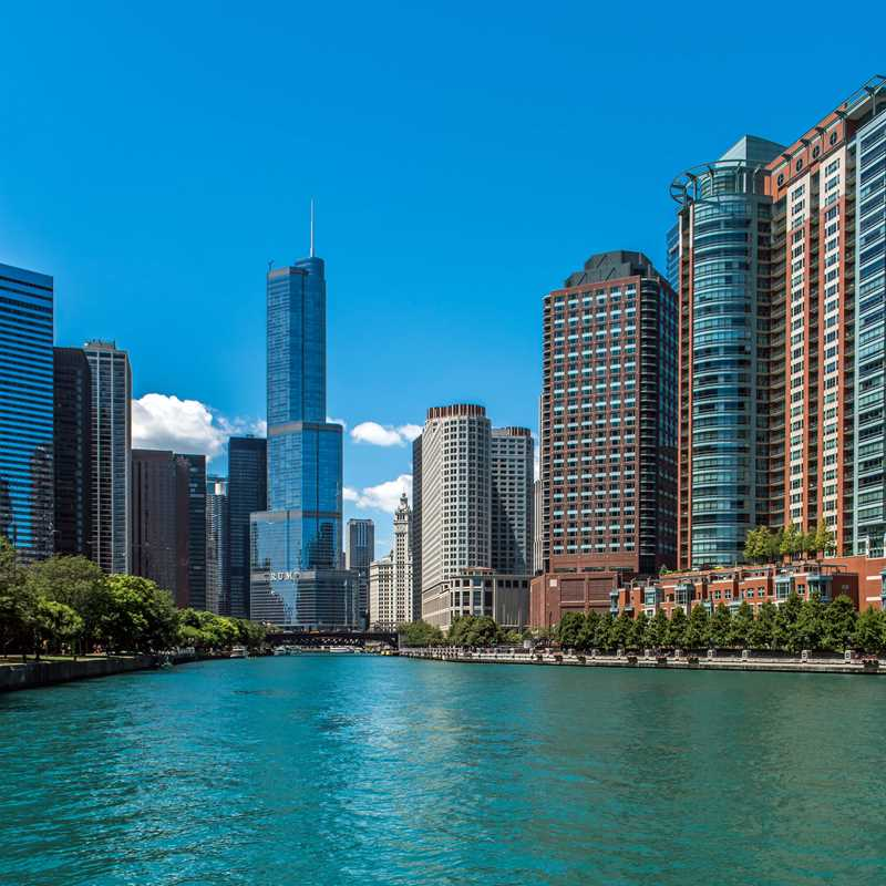Streeterville apartments fronting the river at Cityfront Place