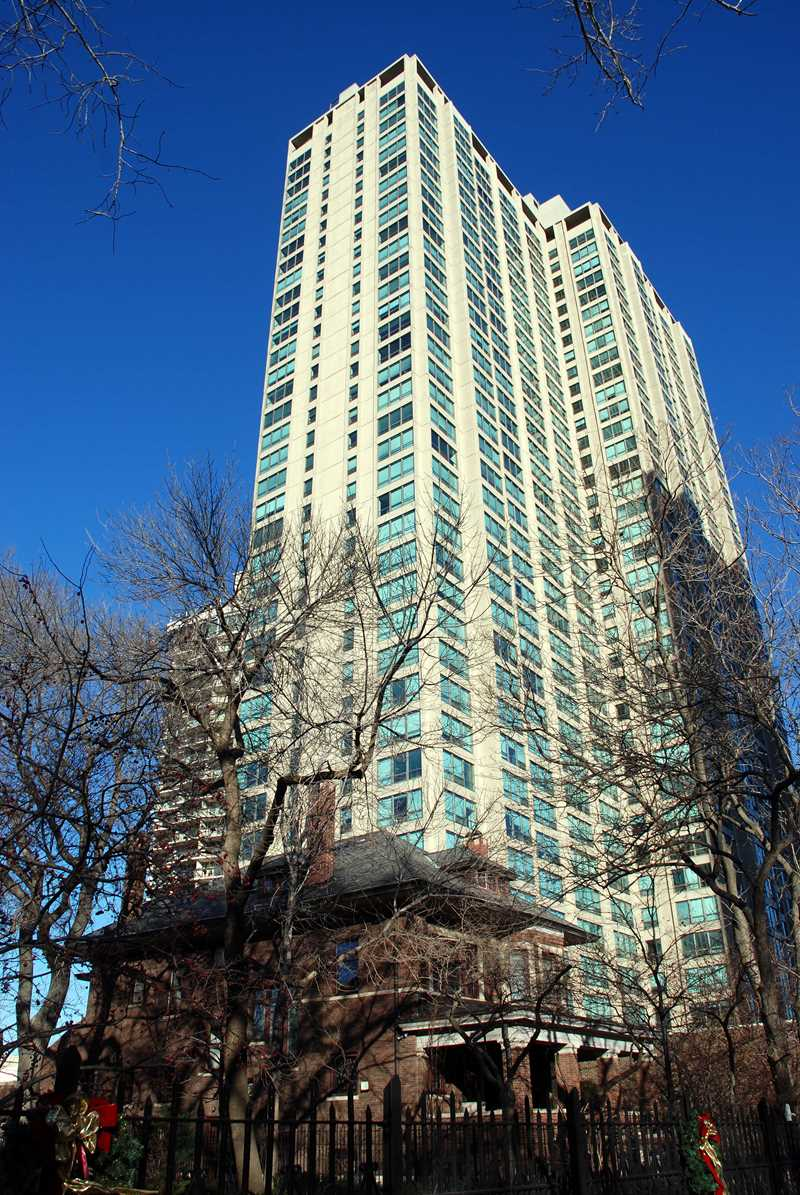 Hawthorne Place high-rise, Chicago, IL