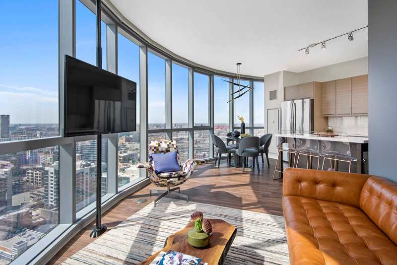 New West Loop apartments at 727 West Madison boast spectacular views, amenities