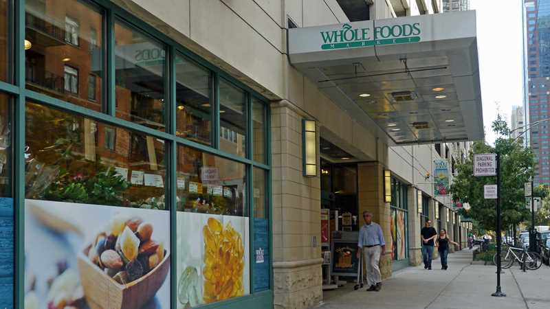 Downtown Chicago apartments with on-site grocery stores