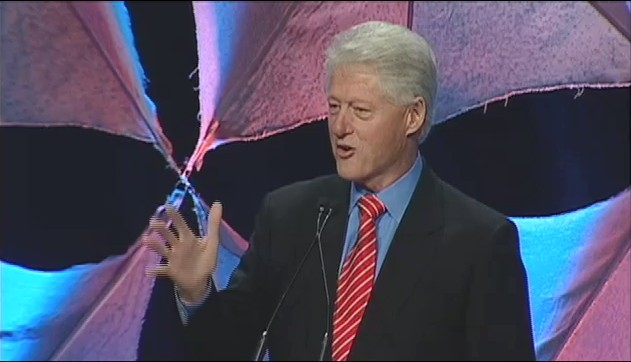 Clinton kicks off green expo in Chicago