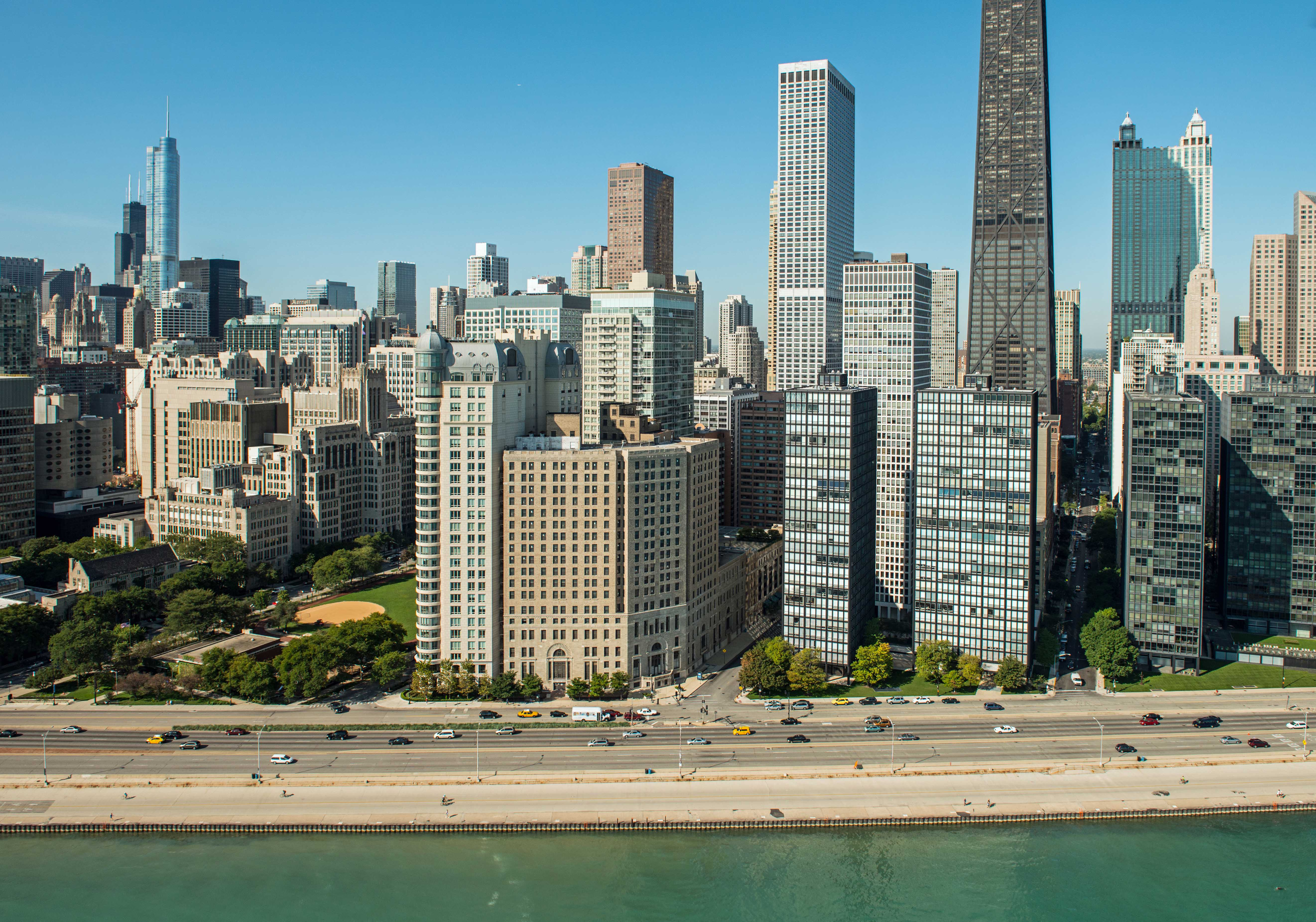 lakeside chicagos lakeshore drive - HD 5285×3702