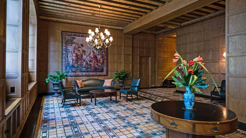 The classic lobby at 1448 North Lake Shore Drive