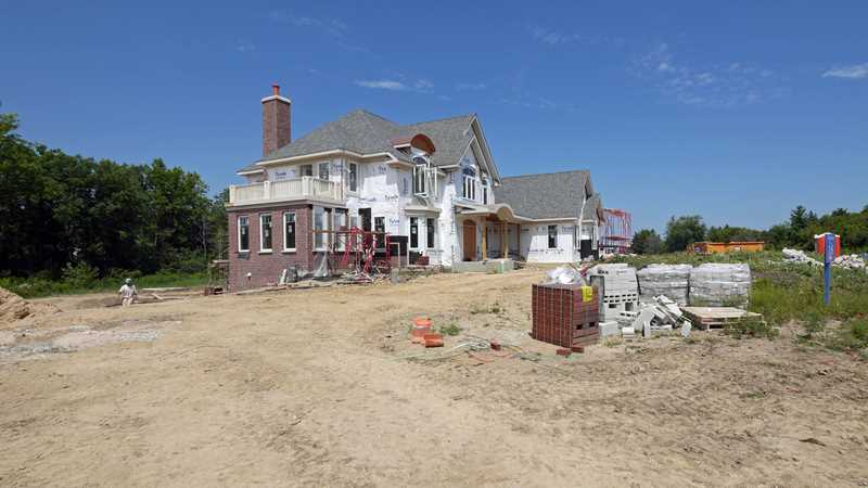 Quick-delivery luxury homes at Woodleaf in Kildeer