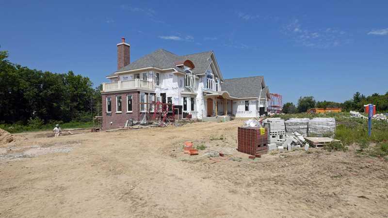 Quick-delivery luxury homes at Woodleaf in Kildeer