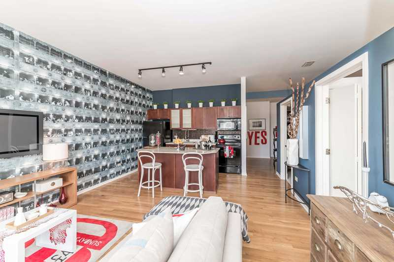 Beautifully-updated Loop apartments in a walk-to-work, walk-to-campus location