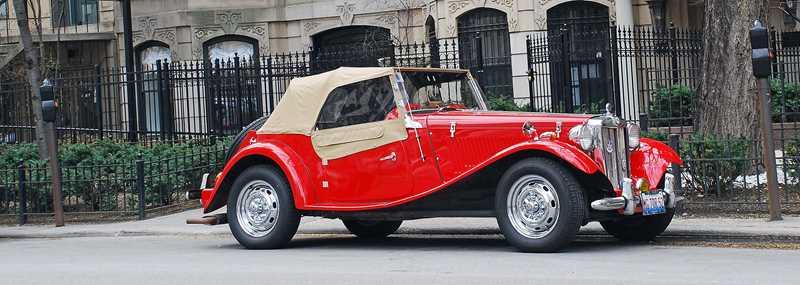 Vintage car on Dearborn, Chicago, IL