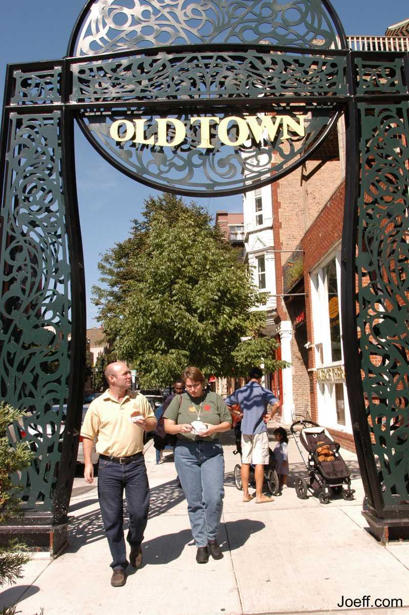 Joeff Davis photo, Wells St, Old Town, Chicago, IL