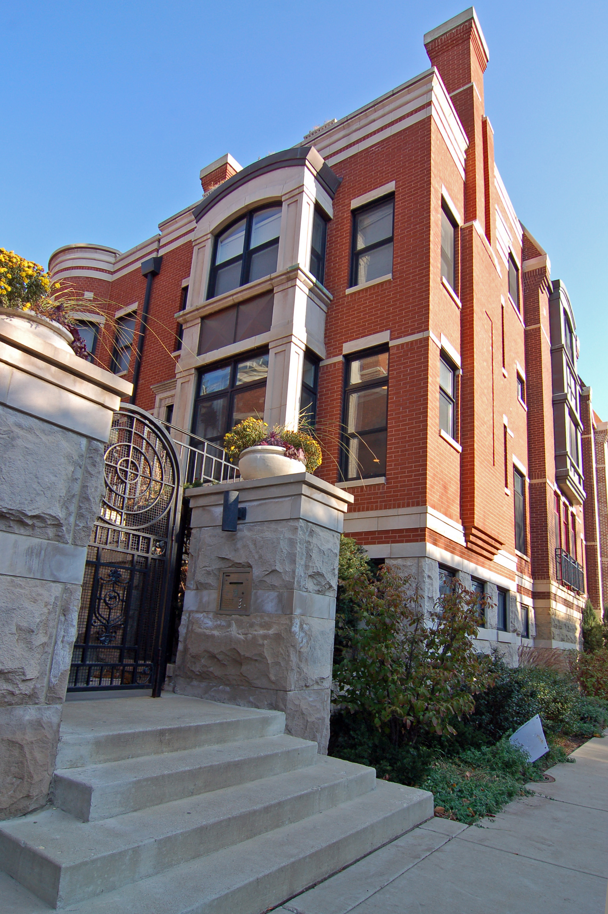 Developer cuts prices on Wabansia Row II townhomes in Bucktown