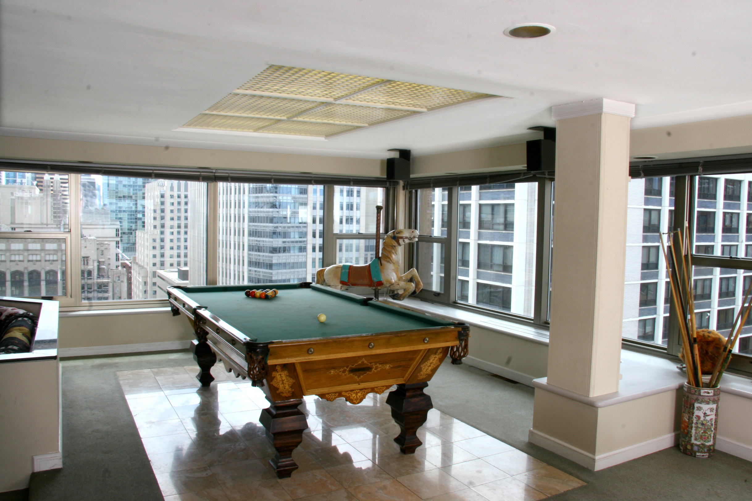 Auction of soap scribe's Streeterville penthouse opening at $600,000