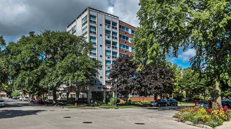 Renovated Evanston apartments close to transit, restaurants, shops