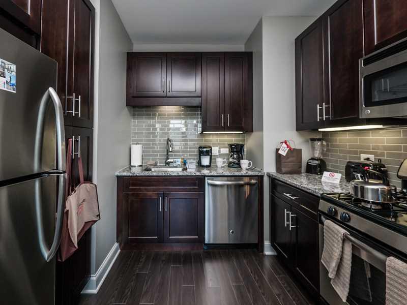Suite Home Chicago, AMLI River North