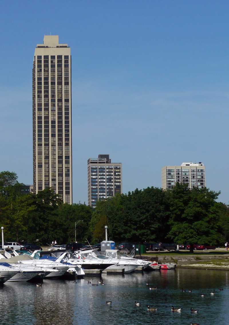 Condominium review, 2650 Lakeview, Lincoln Park