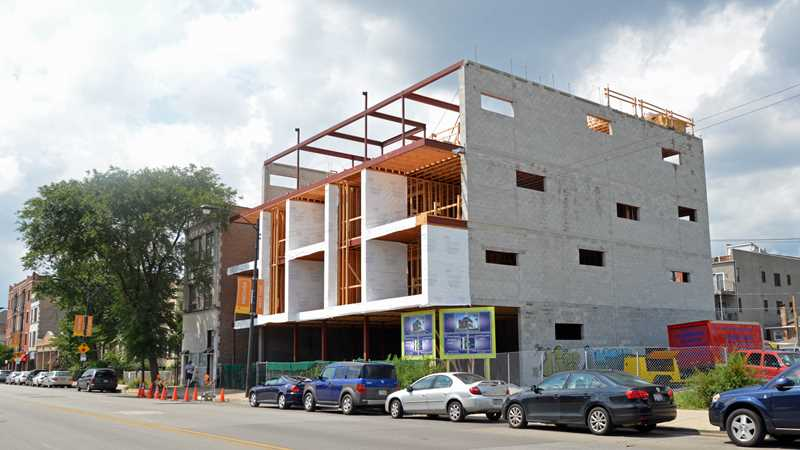 Slow progress on Chicago Avenue condos